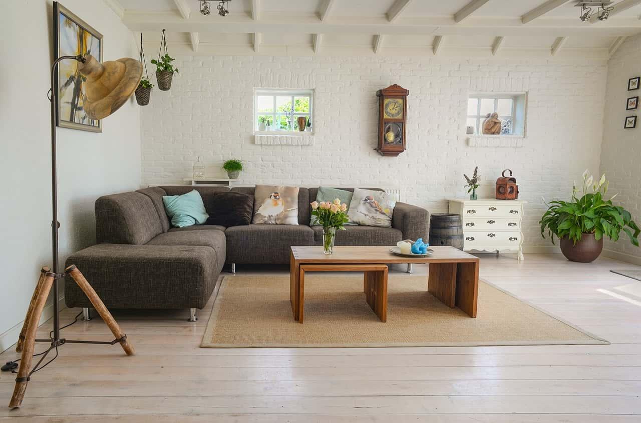 Как поставить угловой диван в маленькой комнате